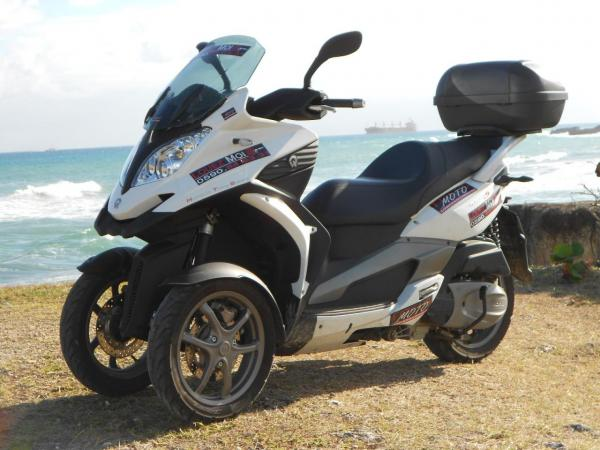 Location scooter Guadeloupe Quadro 3 roues 350 cm3